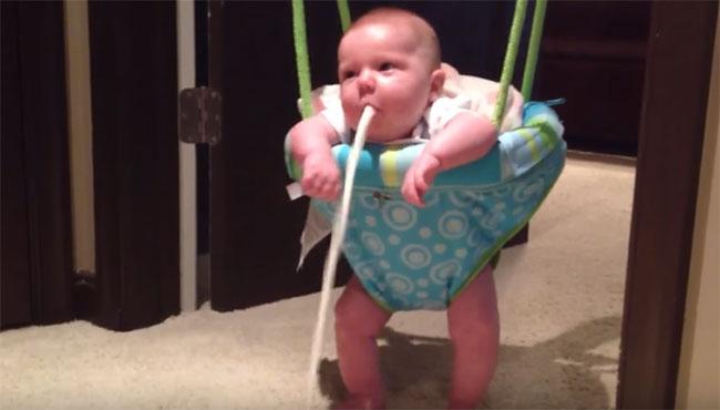 Почему младенцы срыгивают фонтаном