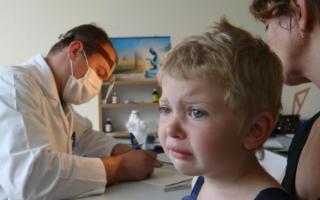 Что делать, если ребенок боится кушать и глотать