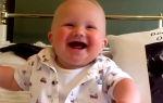 Во сколько ребенок начинает улыбаться