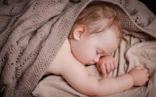 Почему ребенок потеет во время сна