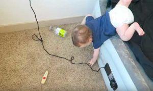 Ребенок упал вниз с кровати: что делать и каковы последствия