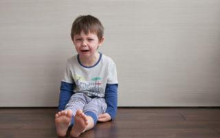 Как проявляется кризис трех лет у ребенка и что делать родителям