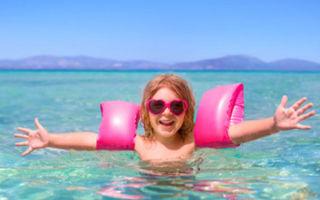 С какого возраста и при какой температуре можно купаться ребенку в море