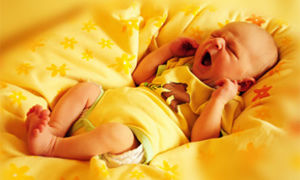 Когда можно начинать показывать новорожденного друзьям