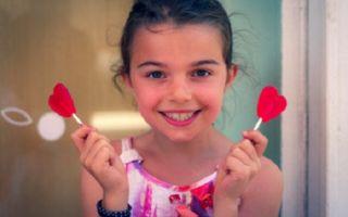 Можно ли давать конфеты ребенку, с какого возраста и сколько