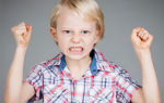 Почему маленький ребенок бьет свою маму