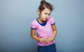 Боль в правом боку у ребенка: почему возникает и что делать