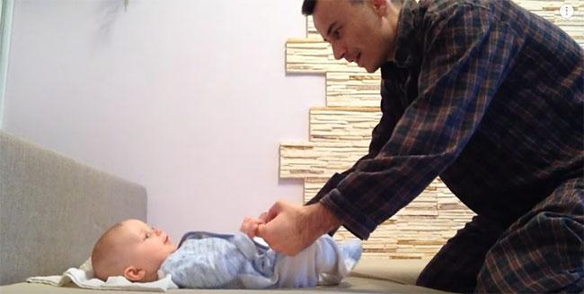 Учим ребенка садиться
