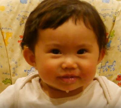 Малышка пускает слюни. Фото 2