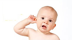 Ребенок слушает