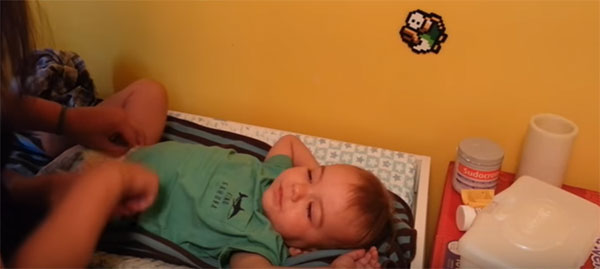 Ребенок в год и два спит