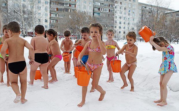 Дети закаляются на морозе