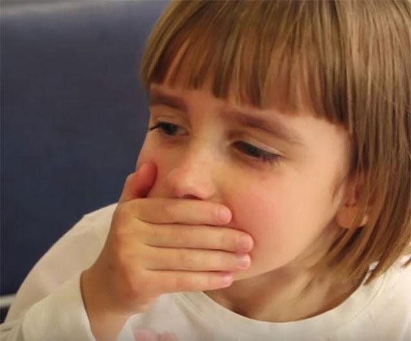 Девочка, которая кашляет