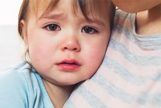 Грустная заплаканная девочка