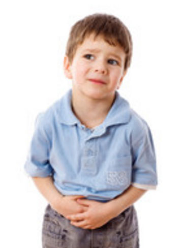 Ребенок держится за живот, боится пойти в туалет из-за боли при мочеиспускании