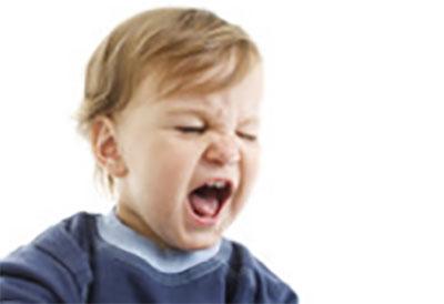 Сердитый трехлетний мальчик