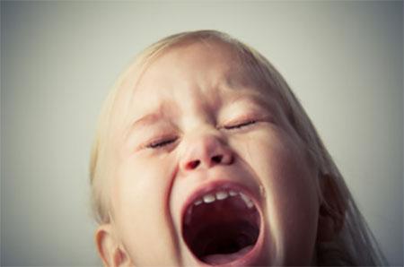 Девочка зашлась сильным плачем