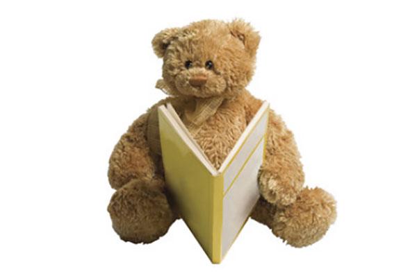 Плюшевый медведь с книгой в руках