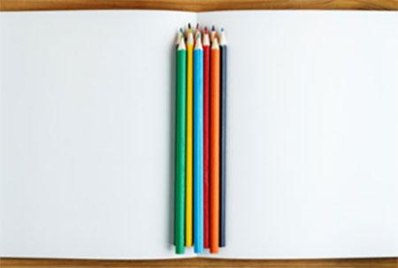Альбом и цветные карандаши