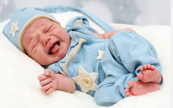 Грудной ребенок сильно плачет