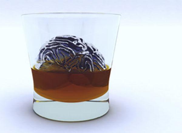 Мозг плавает в стакане с алкоголем