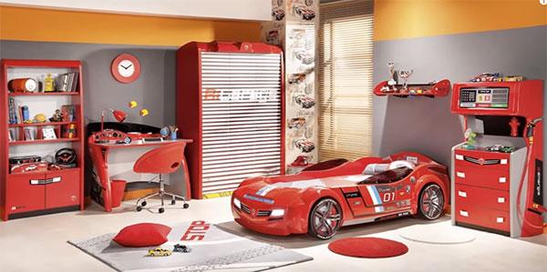 Тематический интерьер, автомобиль, заправка бензина. Все выполнено в красном цвете