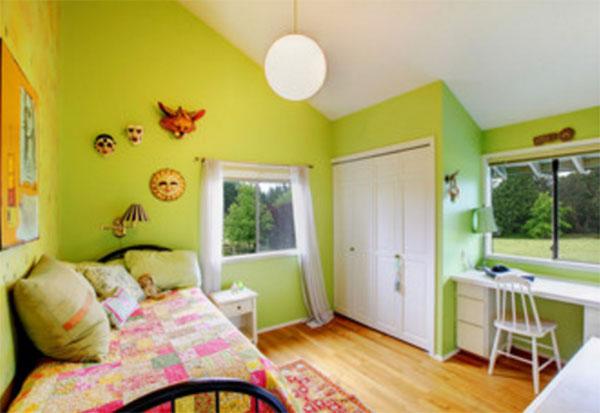 Комната с салатновыми стенами