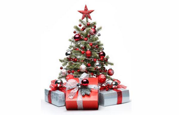 Новогодняя елка. Рядом лежат подарки