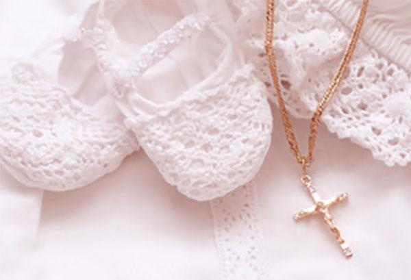 Пинетки и золотая цепочка с крестиком