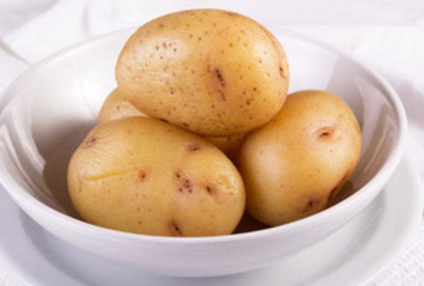 Неочищенный сваренный картофель