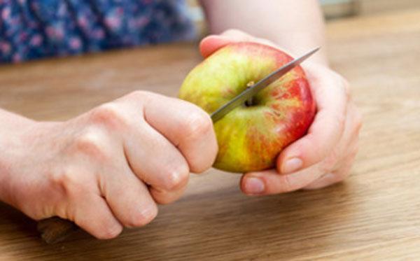 Нарезание яблока