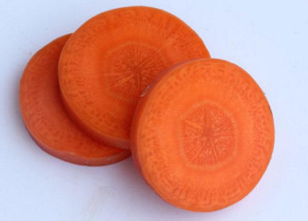 Морковь, нарезанная кружочками