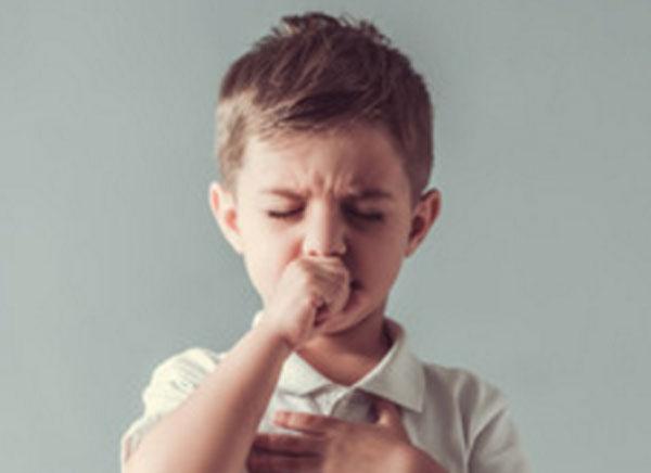Мальчик кашляет