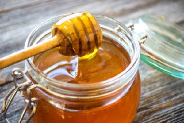 Открытая баночка меда