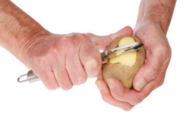 Снятие кожуры с картофеля