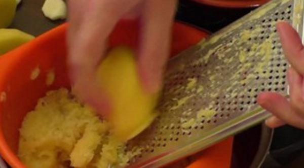 Натирание картошки на мелкую терку
