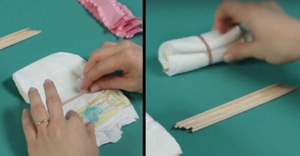 Закручивание деревянной шпажки в подгузник