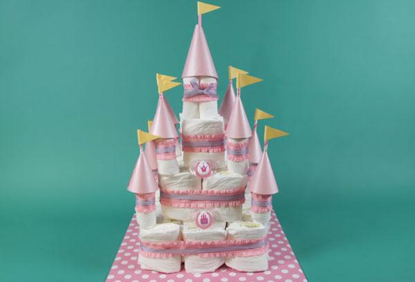 Готовый торт - замок из подгузников