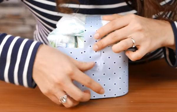 Прикрепляют узкую полоску бумаги