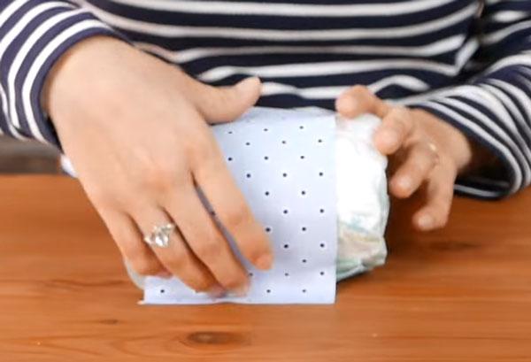 С другой стороны оборачивают бумагой