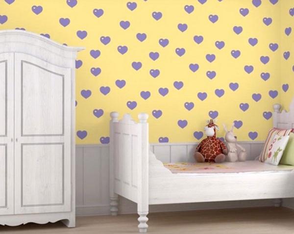 Желтые обои с фиолетовыми сердечками