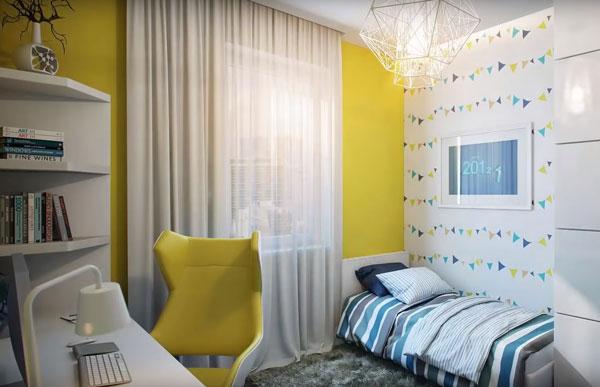 Одна стена желтая, другая с флажками