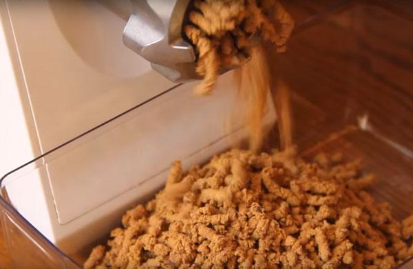 Перемалывание печени на мясорубку