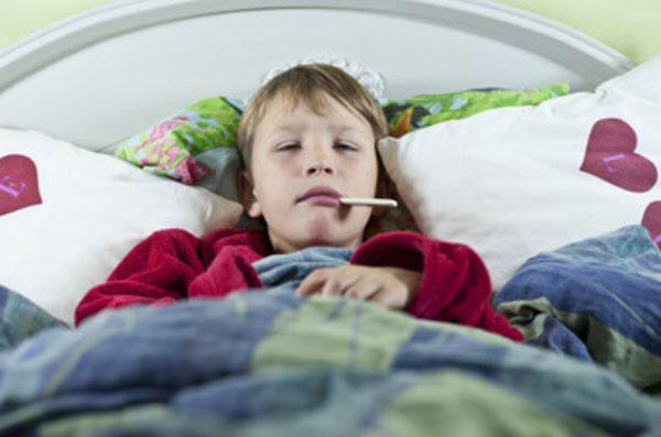 У ребенка рвота и температура 38 без поноса: что делать