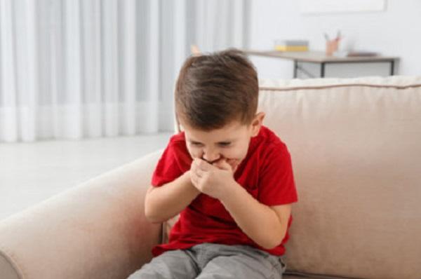 Мальчика тошнит