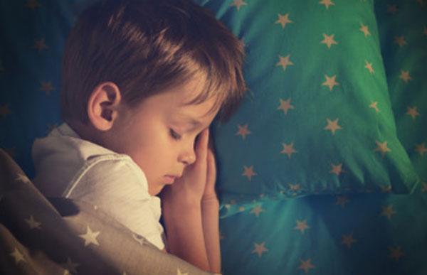 Мальчик сладко спит