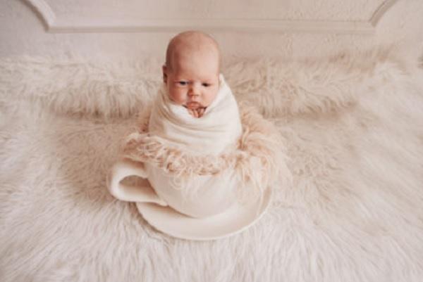 Ребенок в чашке