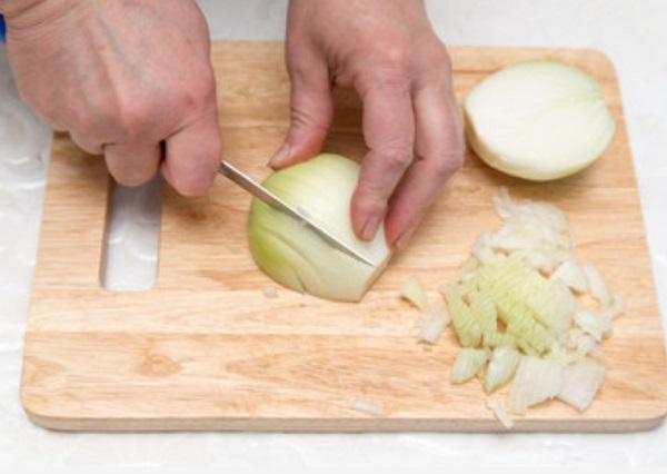 Нарезание луковицы
