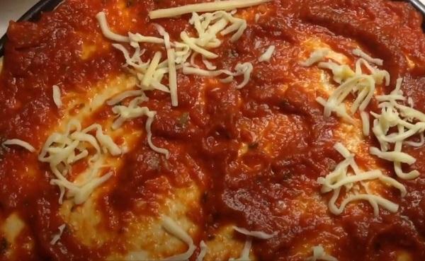 Тесто с томатом и сыром
