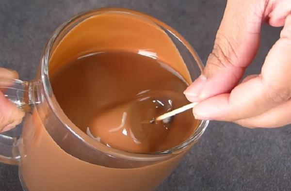 Опускание мороженого в глазурь
